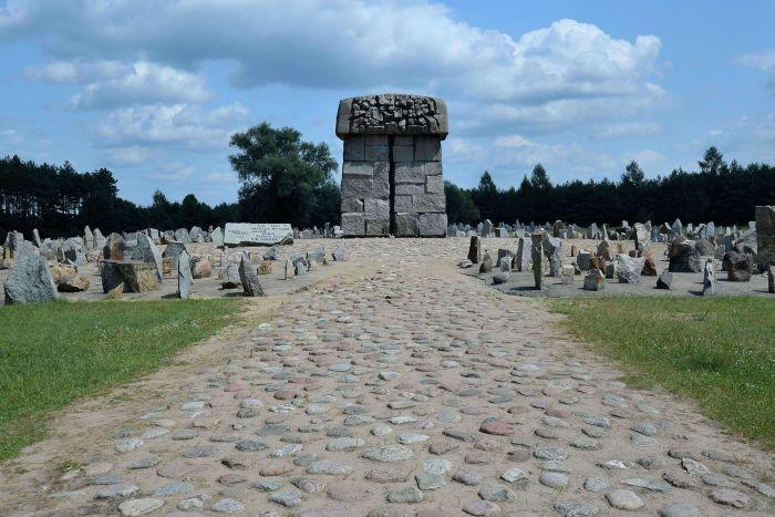 memoriale_treblinka.JPG