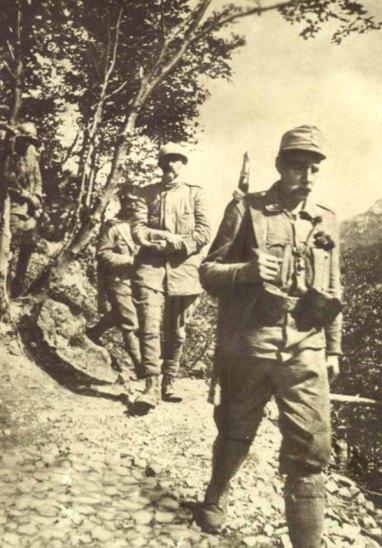 cesare-battisti-fabio-filzi-prigionieri-da-malga-zocchi-10-luglio-1916-